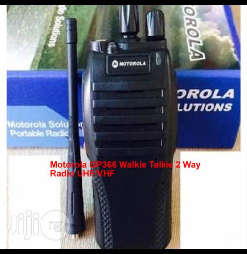 Motorola Gp366 Walkie Talkie 2 Way Radio Uhf Vhf Walkie Talkie Motorola Talk To Me