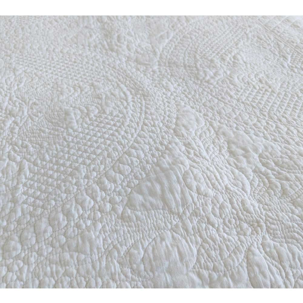 Colette White Quilted Bedspread In 2020 Quilted Bedspreads Luxury Bedspreads White Bedspreads