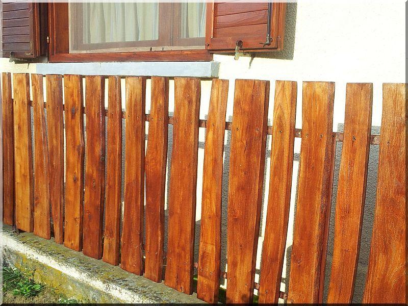 gartenzaun aus unbes umte bretter holzzaun pinterest zaun garten und holzzaun. Black Bedroom Furniture Sets. Home Design Ideas