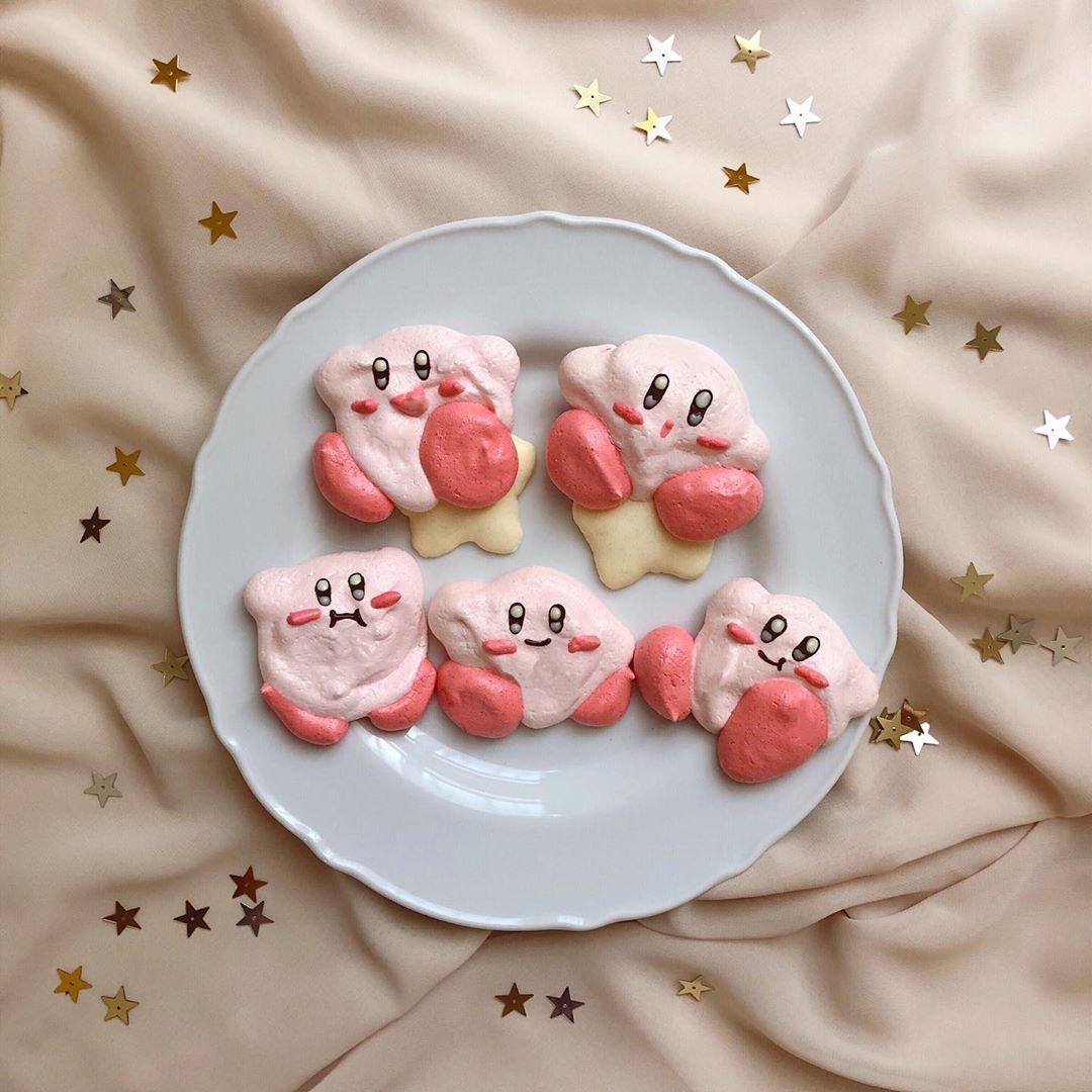 𝐚 𝐲 𝐚 On Instagram 𝕞𝕖𝕣𝕚𝕟𝕘𝕦𝕖 𝕔𝕠𝕠𝕜𝕚𝕖 作ってみたかったカービィスイーツ メレンゲクッキーなら 簡単に作れそう と 思って今回は色つけて 作ってみた っ O C 𓂃 いびつなものもあるけど