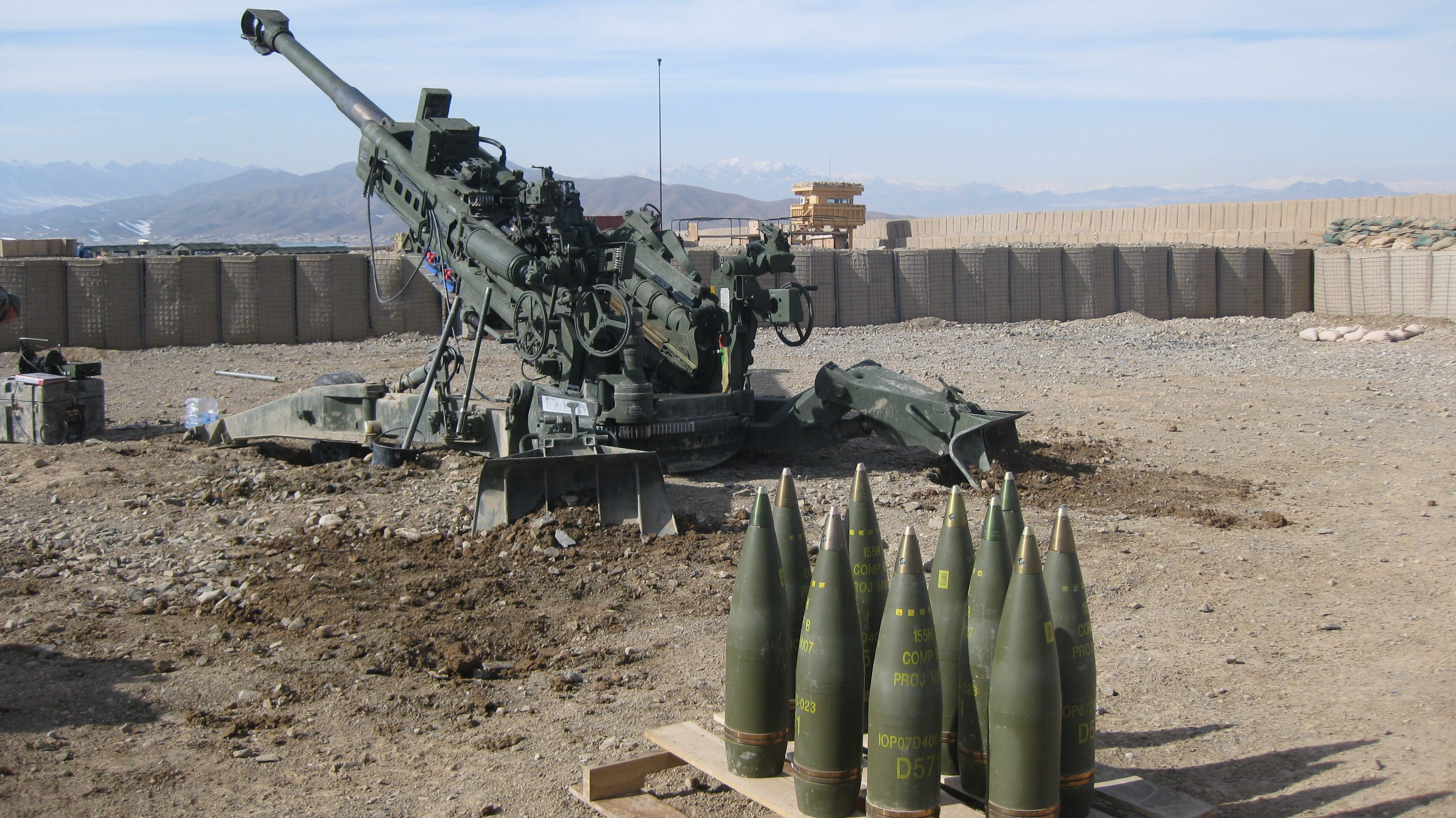Marines Sling Load M777 Howitzer To Firebase & Fire The Gun - YouTube