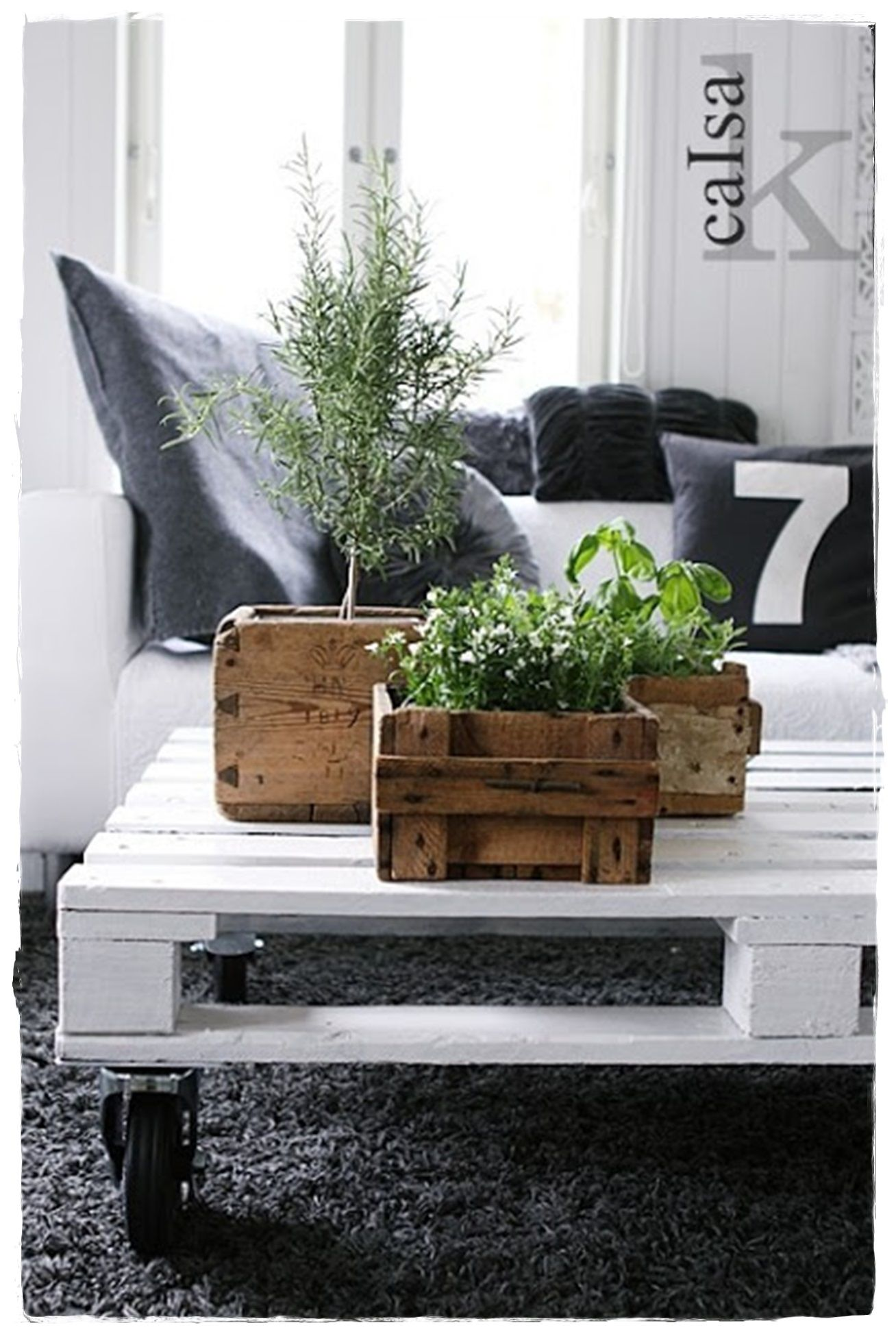 Decoraci n cajas madera plantas jardineras macetas - Caja fruta decoracion ...