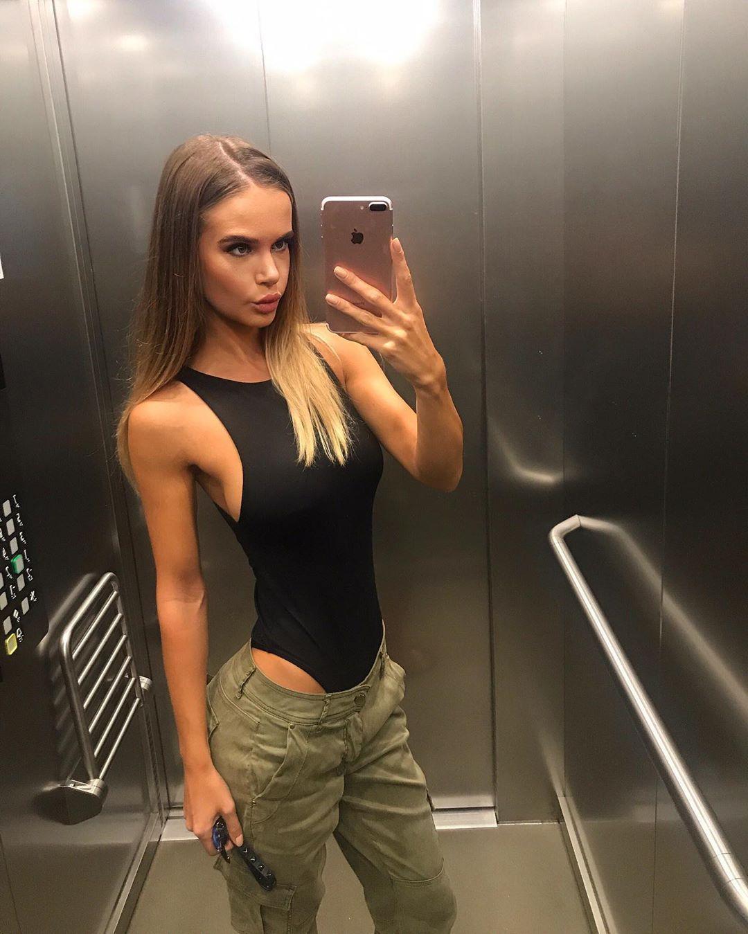 🐍 . . . #me #selfie #body #fitnessgirl #ootd #positivevibes