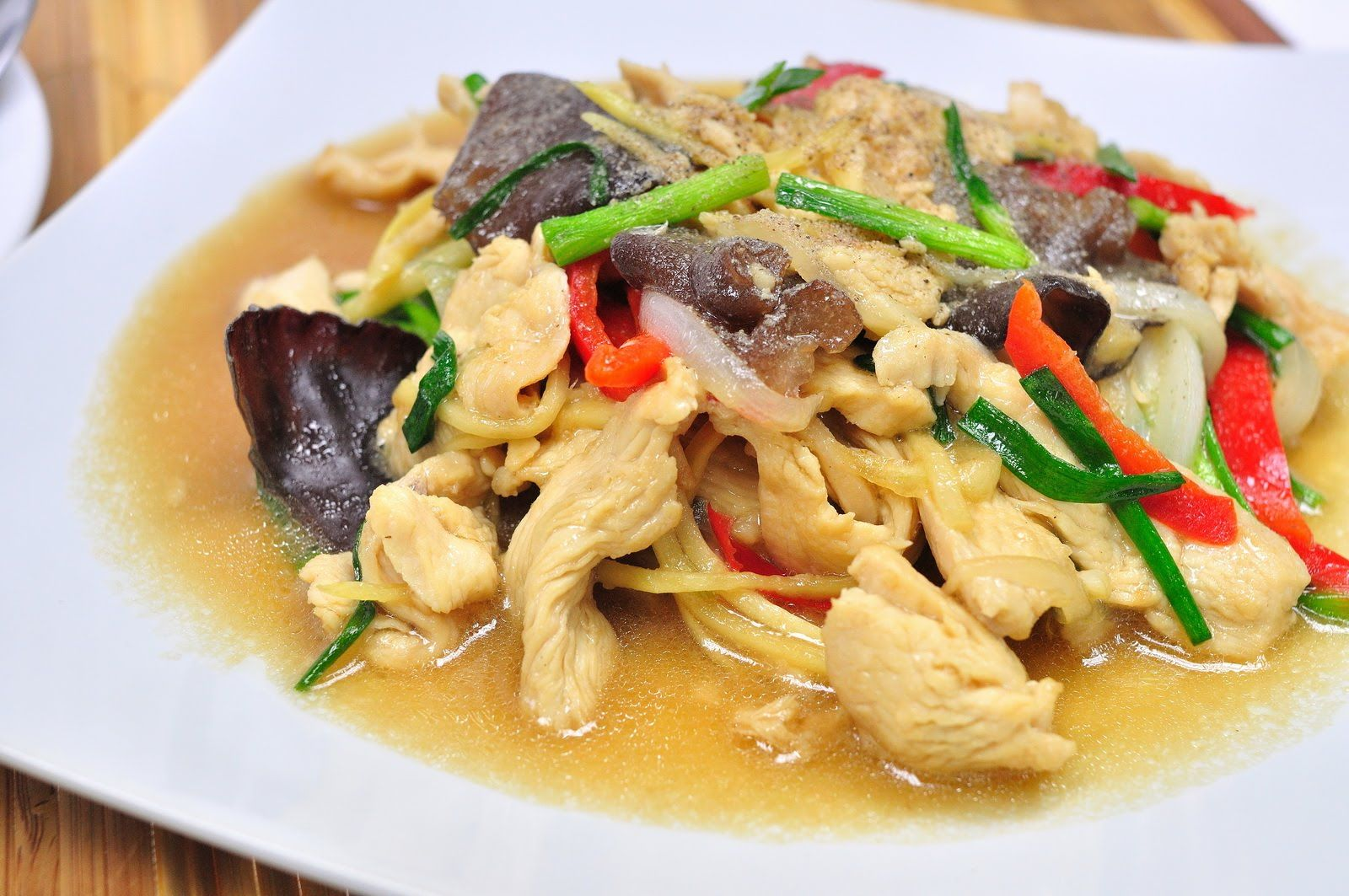 Stir fried chicken with ginger thai food gai pad king stir fried chicken with ginger thai food gai pad king forumfinder Gallery