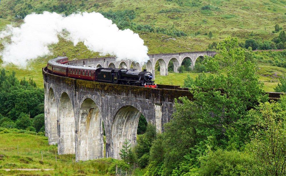 Roadtrip Mit Dem Vw Bus Durch Schottland Der Hogwarts Express Auf Dem Glenfinnan Viadukt Schottland Schottland Reisen Schottland Urlaub