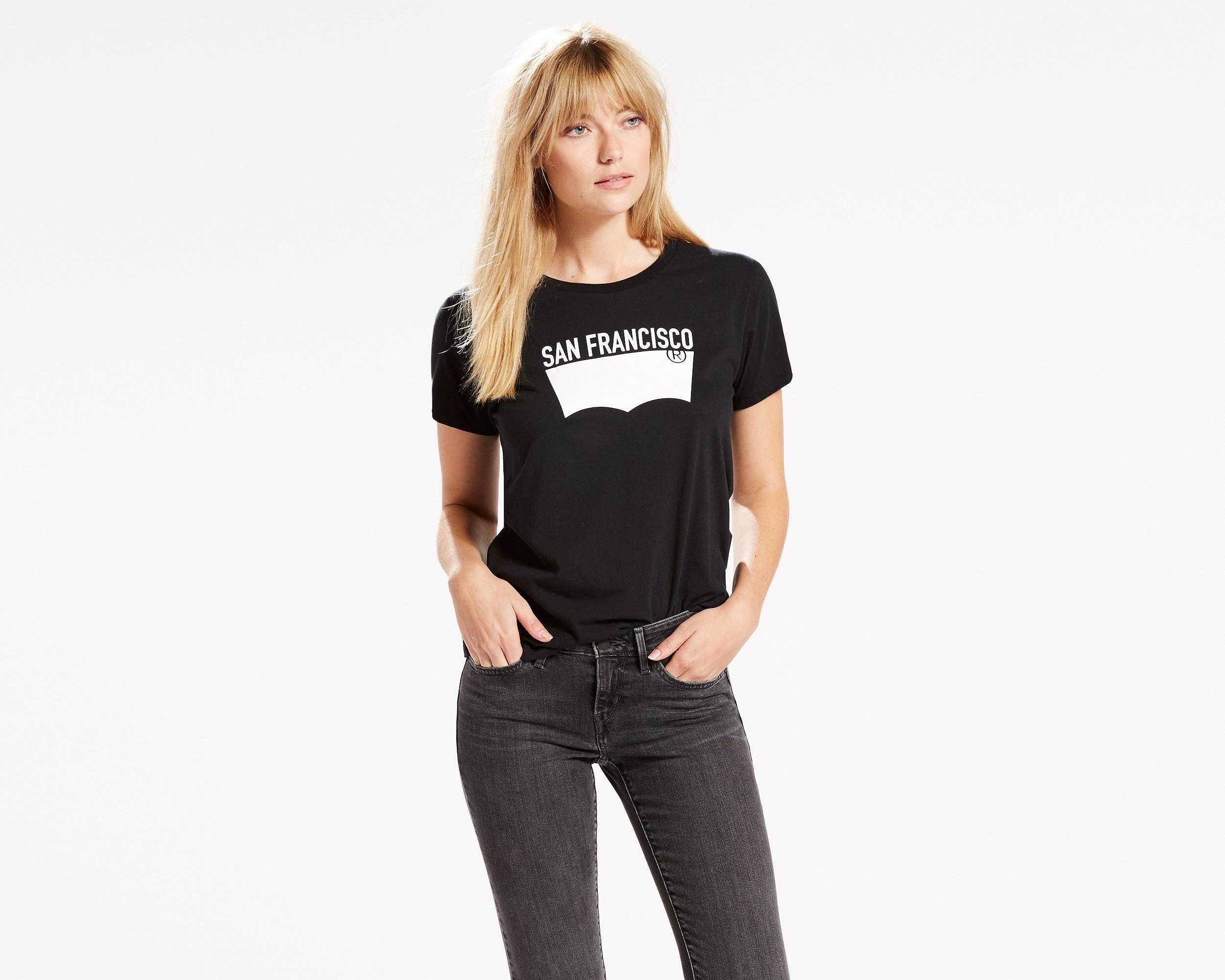 Nos t-shirts et nos jeans forment une alliance parfaite. Ce modèle à la coupe…