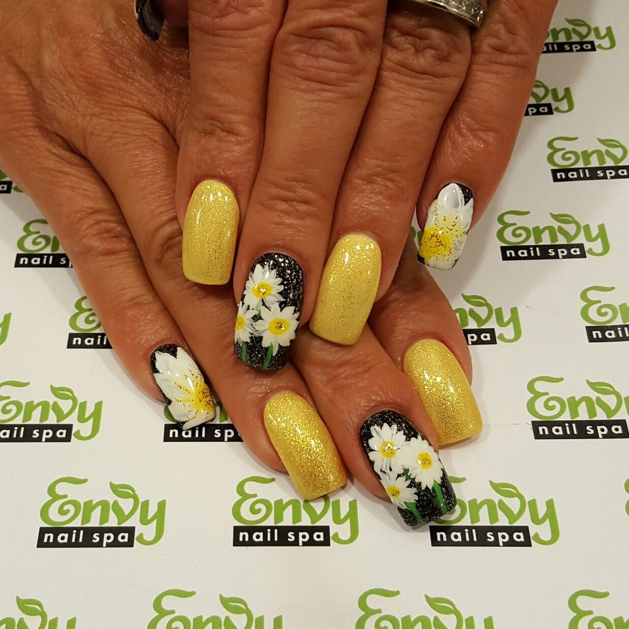 Daisy flowers yellow glitter nails envy nail spa