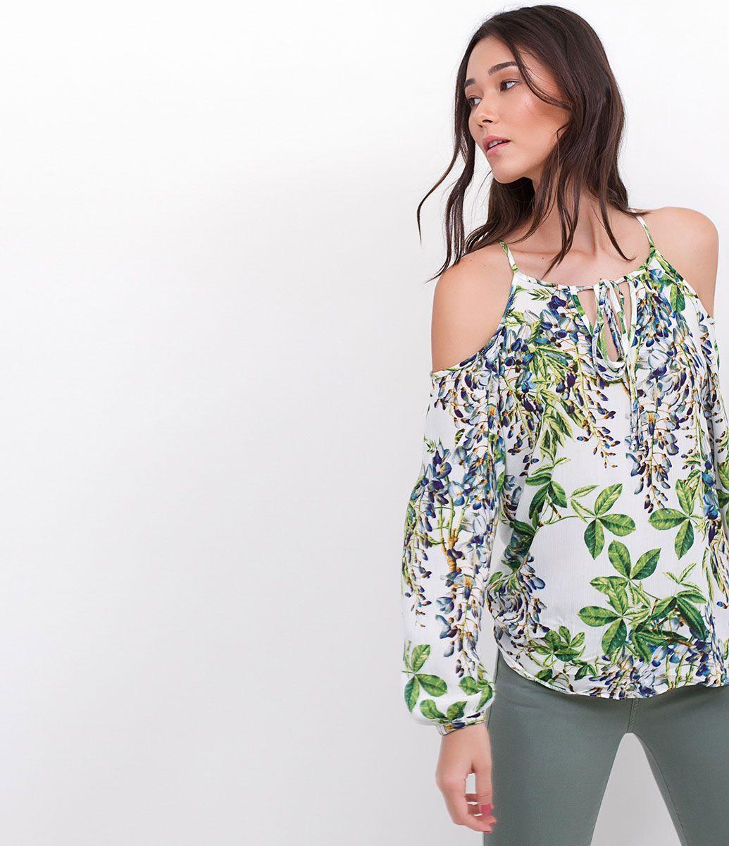 Blusa feminina Manga curta Gola Tomara que caia Estampa Floral Marca   Marfinno Tecido  viscose Composição 100% viscose Modelo veste tamanho  P  Medidas da ... d864f18554