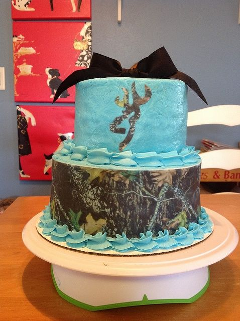 Cool Cake blue and camo my favorite colors Minus the black bow