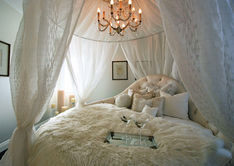 Makaeff Residence | Romantic bedroom design, White bedroom design, Circle  bed