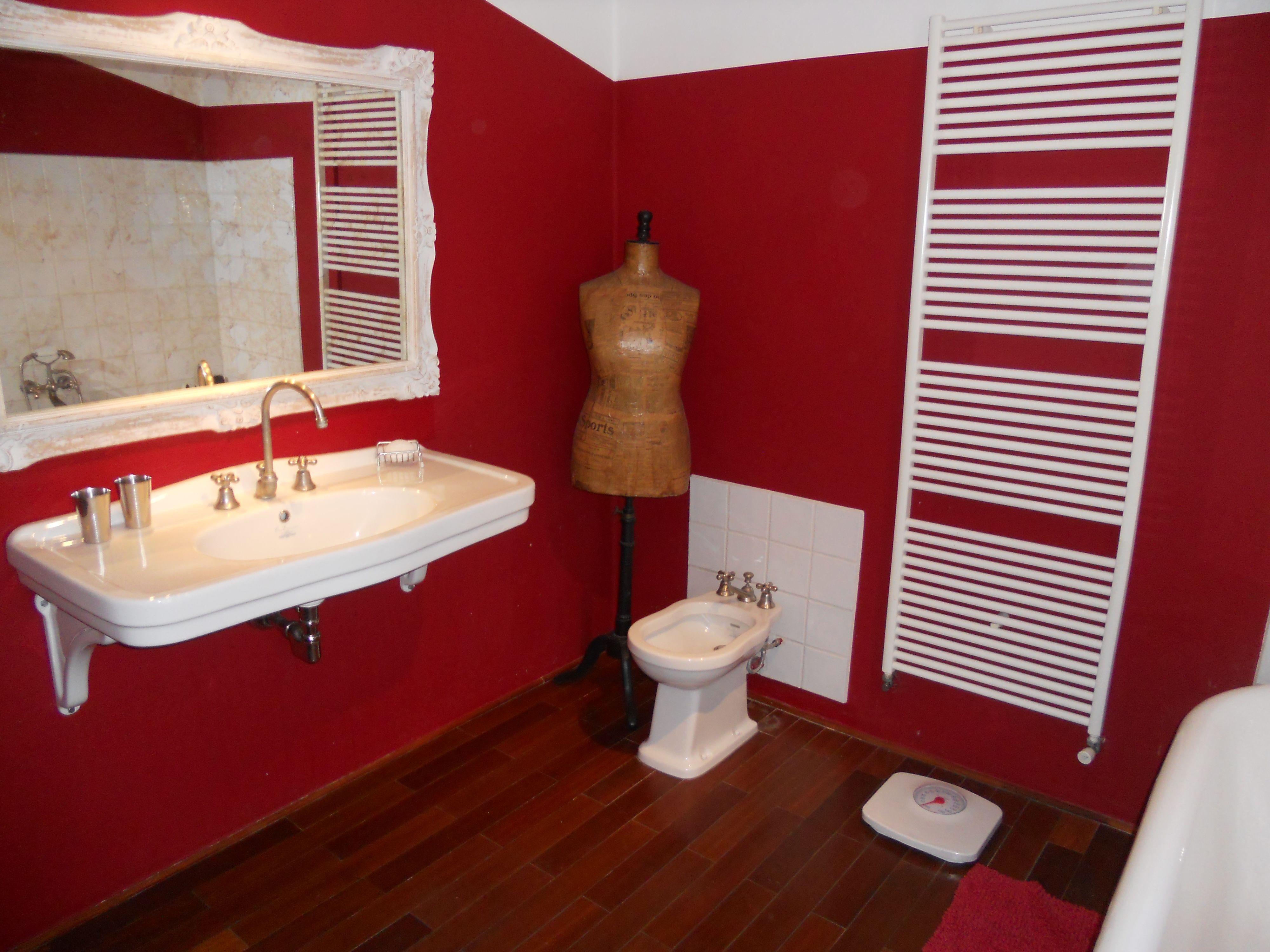 red bathroom (mit Bildern)  Badezimmer, Baden, Zimmer