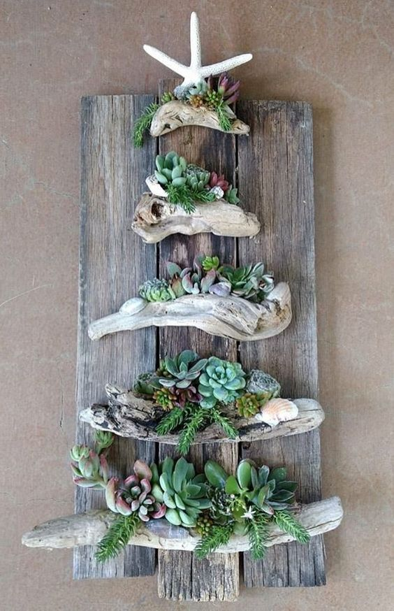 DIY beach cottage wall decor idea with driftwood pieces ...
