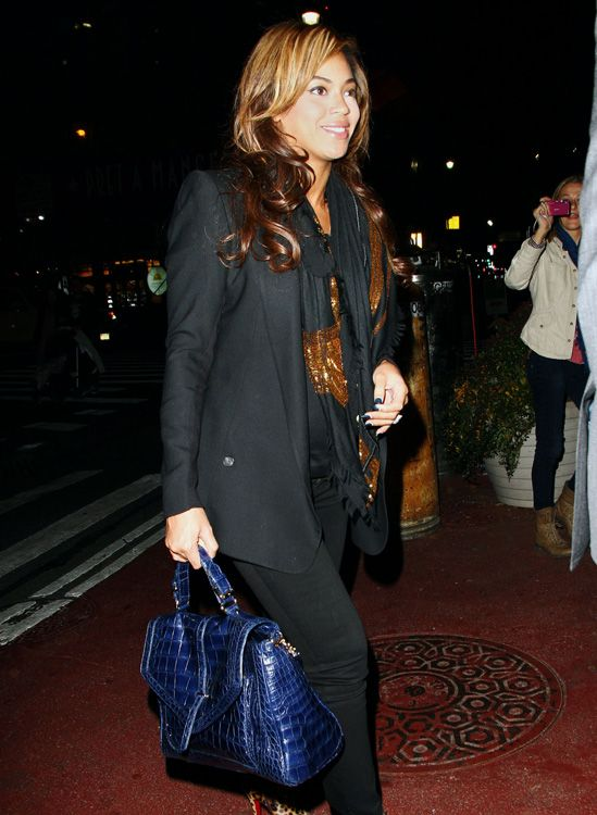 be254c23534e Beyonce Knowles departs her office in NYC carrying Tory Burch 797 Satchel