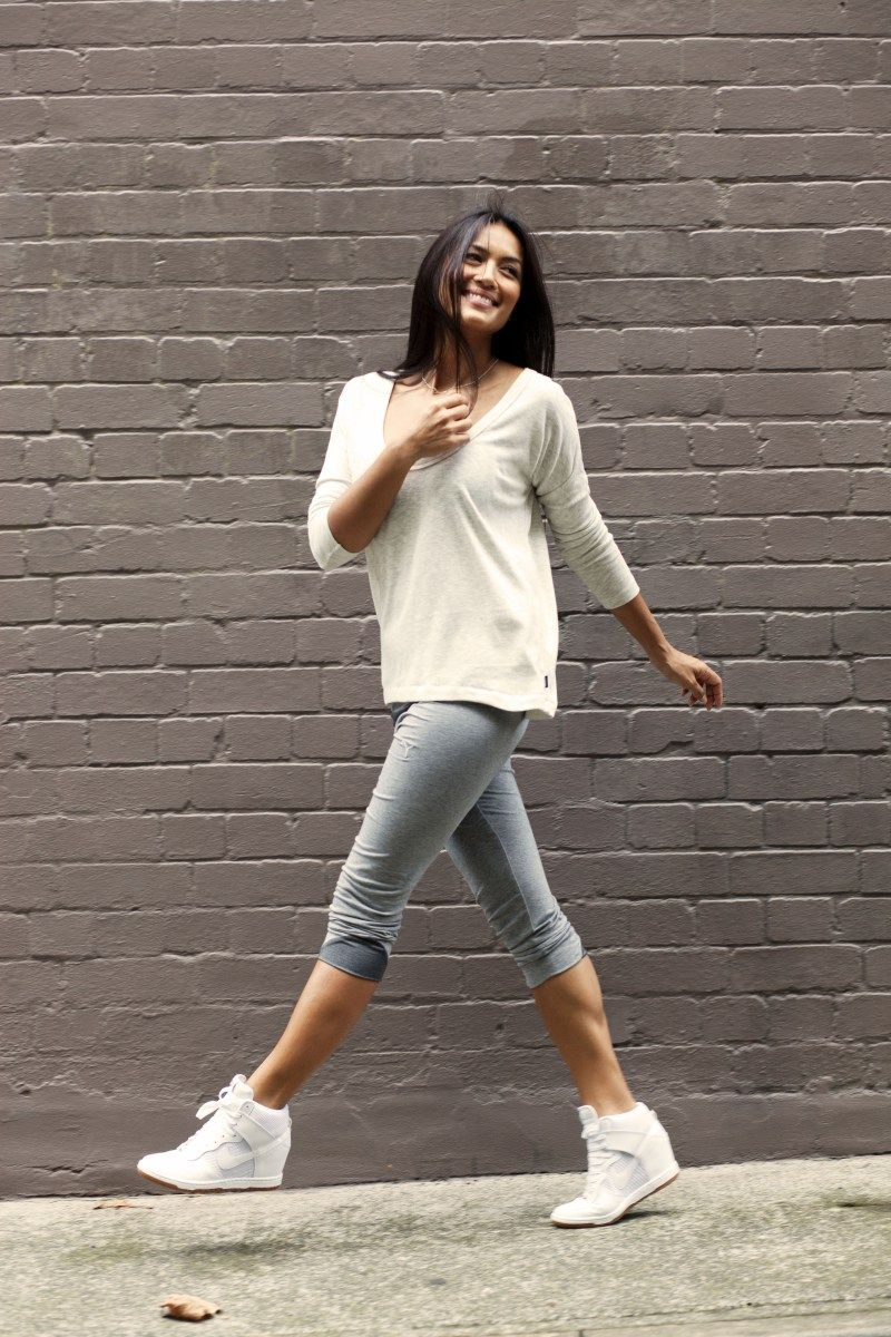 fecha Reembolso obra maestra  Pin by Shirl on Casual Style | Nike wedge sneakers, Nike wedges, White  wedge sneakers