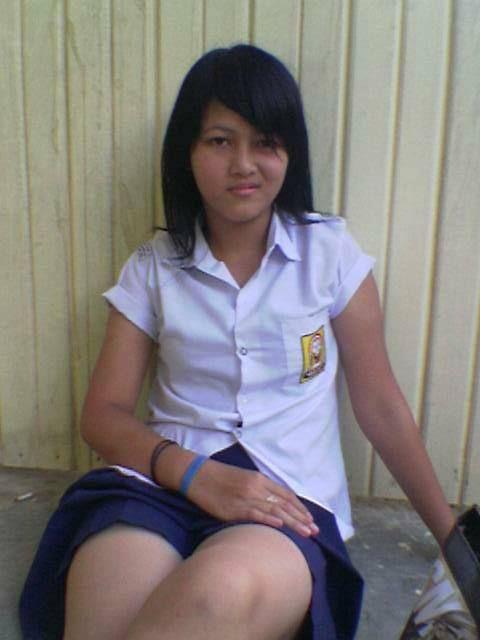 Gadis Smu Masih Sekolah Nyepong Kontol