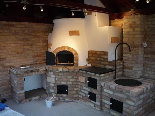 Compact outdoor kitchen with fire pit for cauldron, pizza oven and traditional stove. Gyönyörű nyári konyha, tűzhellyel, kemencével, üstházzal.