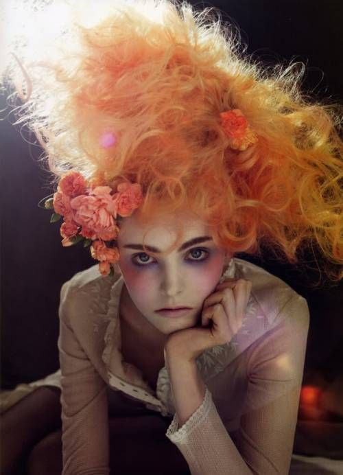 incredible hair style, love the fluff and colour. The make-up is also very arty <3
