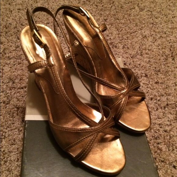 Bronze Cork Wedge Bisou Bisou by Michele Bohbot Bronze Cork Wedge Bisou Bisou by Michele Bohbot Size 7 in excellent condition Bisou Bisou Shoes Wedges