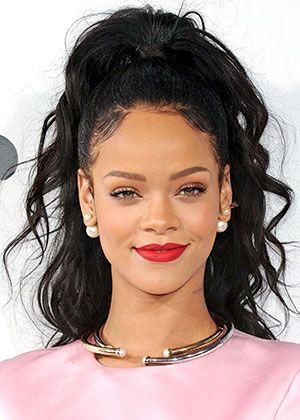 Rihanna S Messy Half Updo Rihanna Hairstyles Rihanna