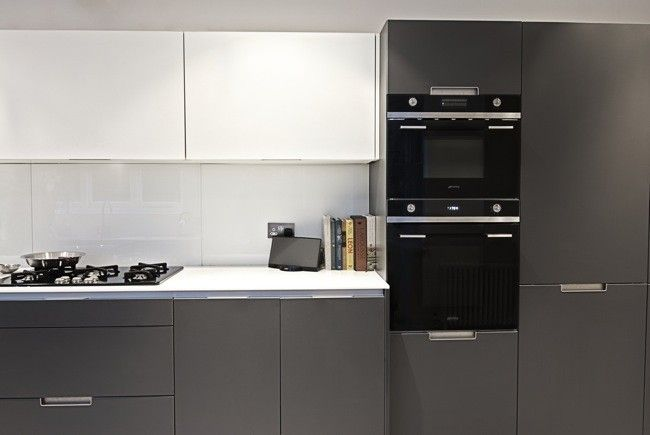 Cocina en gris blanco y negro grey black white home for Cocinas en blanco y negro