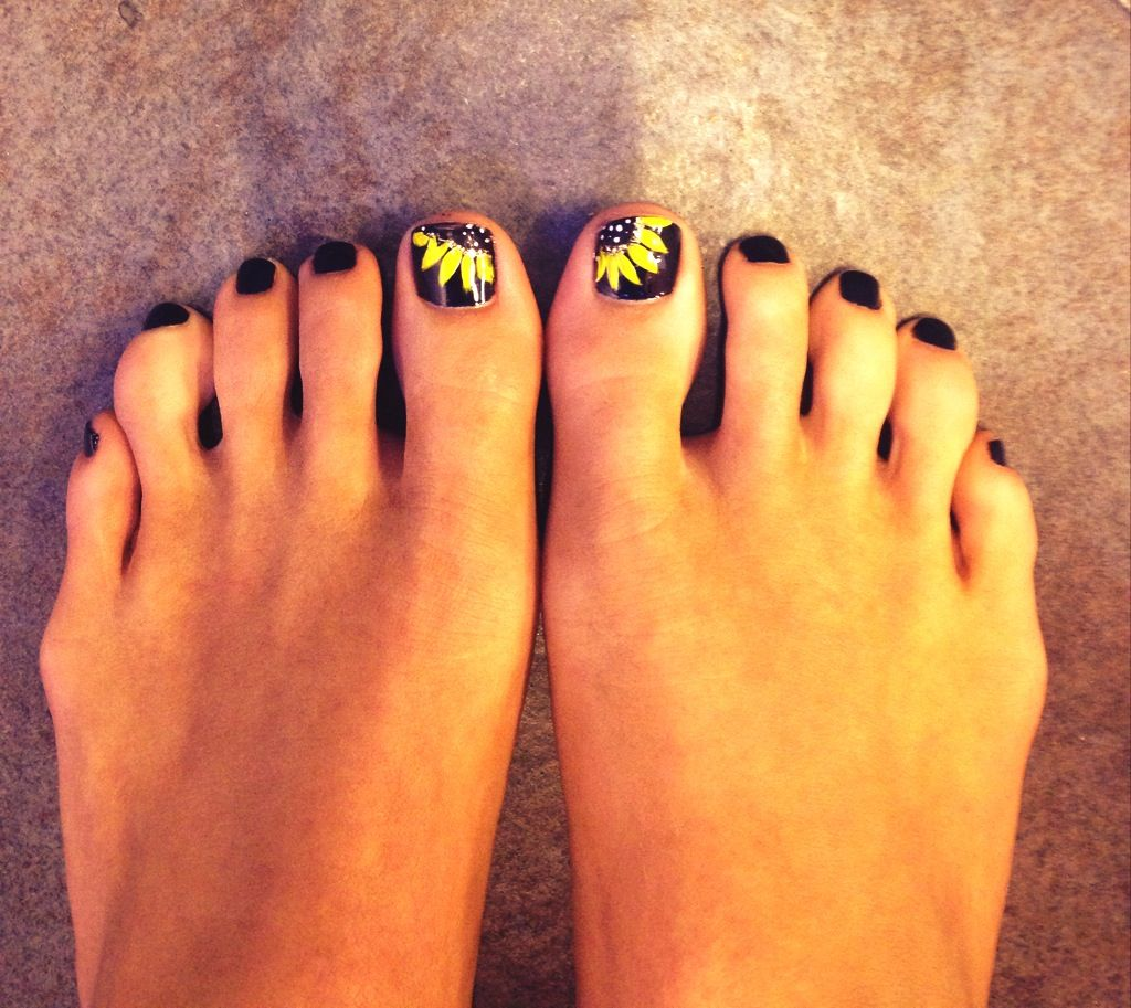 Pin By Heather Aaron On Hair Nails Beauty Summer Toe Nails Sunflower Nail Art Sunflower Nails