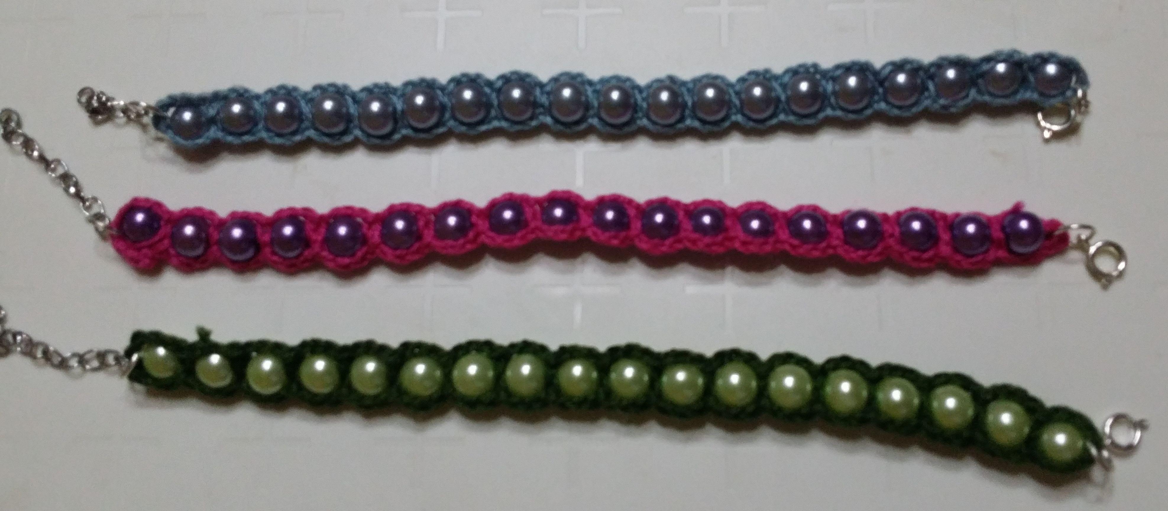 Bracciale perle e uncinetto/Pearl bracelet and crochet /Brazalete de per...