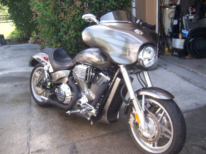 Custom VTX-1800 F - My bike, custom exhaust, Batwing fairing, I put