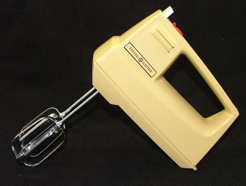 Vintage Ge General Electric Hand Mixer Harvest Gold D1m24 With Beaters Usa Made