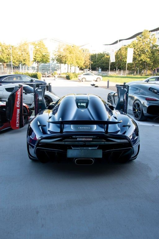 Purple Carbon Koenigsegg Regera : Autos