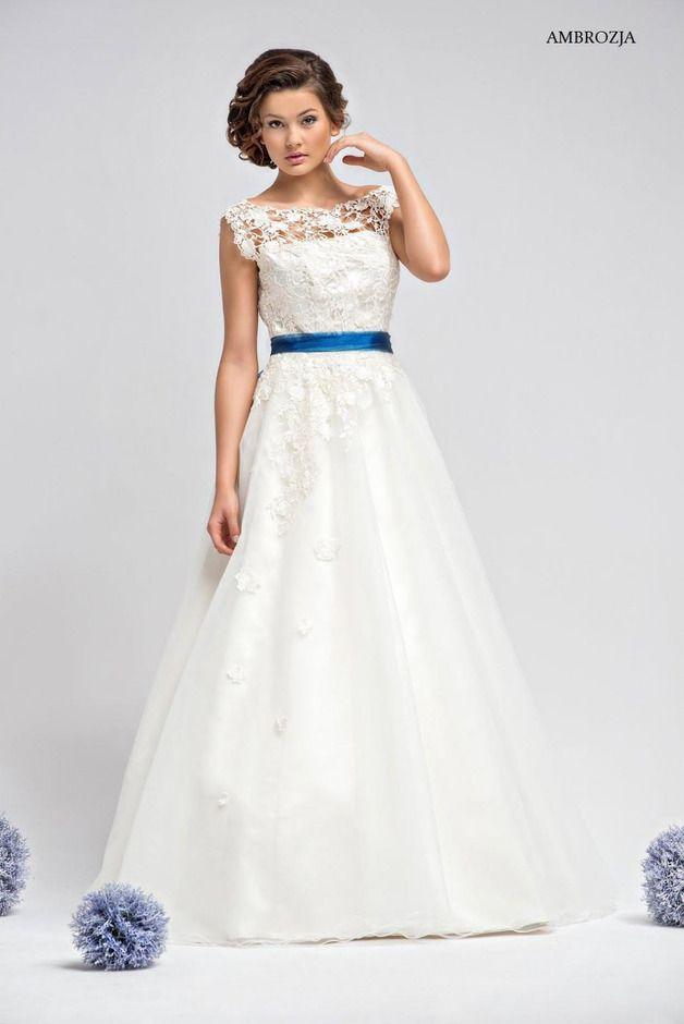 Romantisches Brautkleid Ambrozja mit Spitze | Classy wedding dress ...