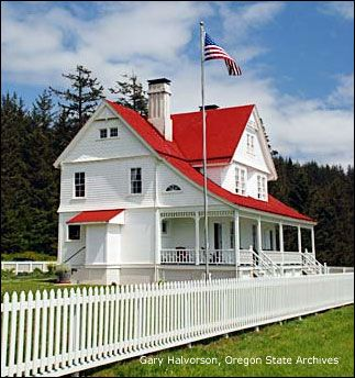Heceta Head Lighthouse Keeper's House (Bed & Breakfast) Toured it multiple times, would love to spend a weekend.
