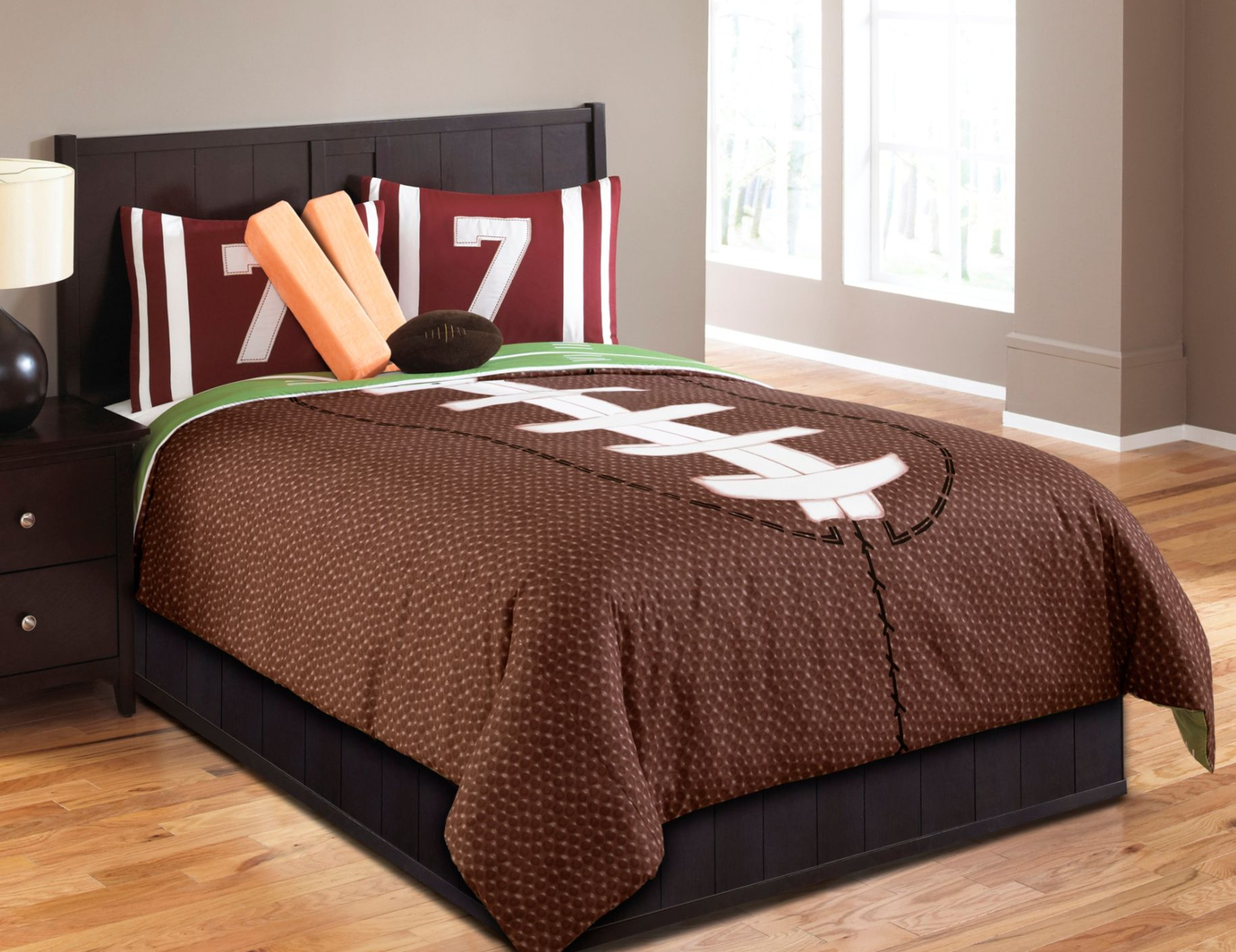 If Your Child Is A Serious Football Fan Let Them Celebrate All Year Around In Their Bedroom With This Field Comforter Sets Sports Bedding Boys Comforter Sets