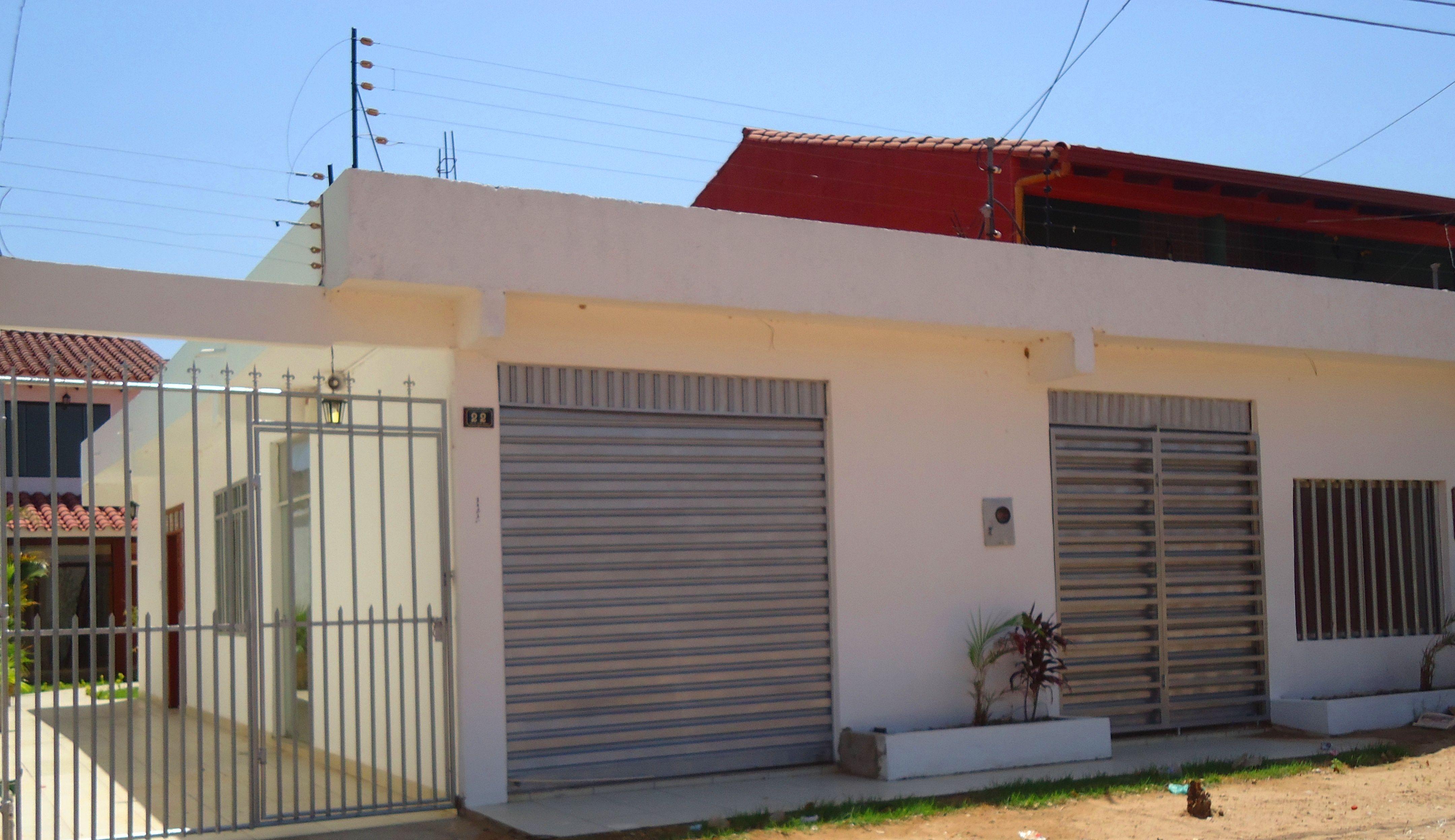 En Santa CruzBolivia CASA EN VENTA CON 3 LOCALES