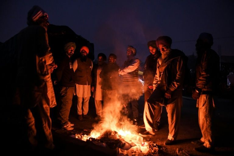 Hay Beds And Highway Kitchens Indian Farmers Dig In For Reform Protests Protest Dig Farmer