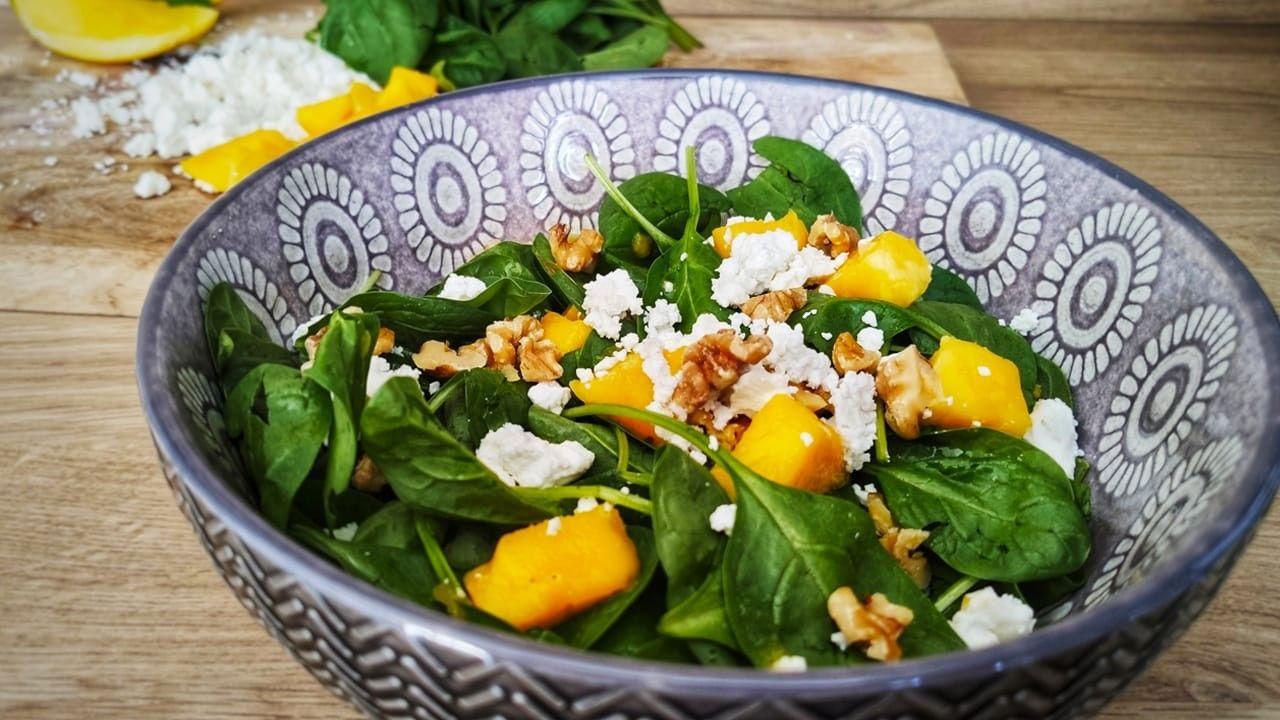 Spinat-Salat mit Walnüssen in 2020 | Spinat salat, Gesunde