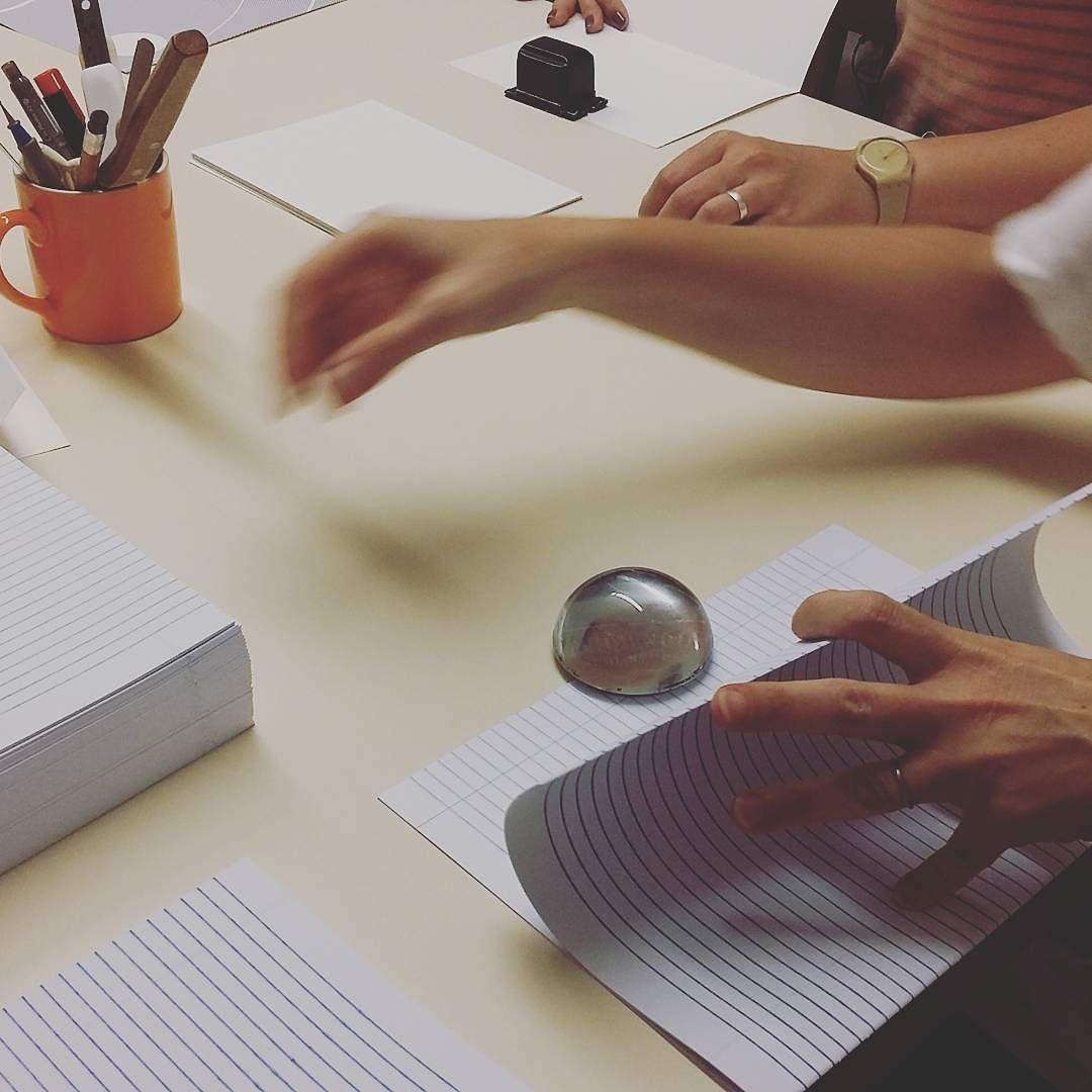 Ontem foi dia de consultoria com a @palmarium pra desenvolver um novo produto: caderno universitário artesanal! Com as dicas de ouro que recebemos vai ficar lindo! #studiovica #vicapracasa #encadernação #artesanal #bookaholic #booklover #bookbinding #trabalhoautoral #empreendedorismocriativo #Elo7 #feitoamaocomcarinho #compredequemfaz #compras #caderno #cadernoartesanal #tijuca #tjk #errejota #lojavirtual #ecommerce #designdeestampas #design #designstudio #criativo by studiovica