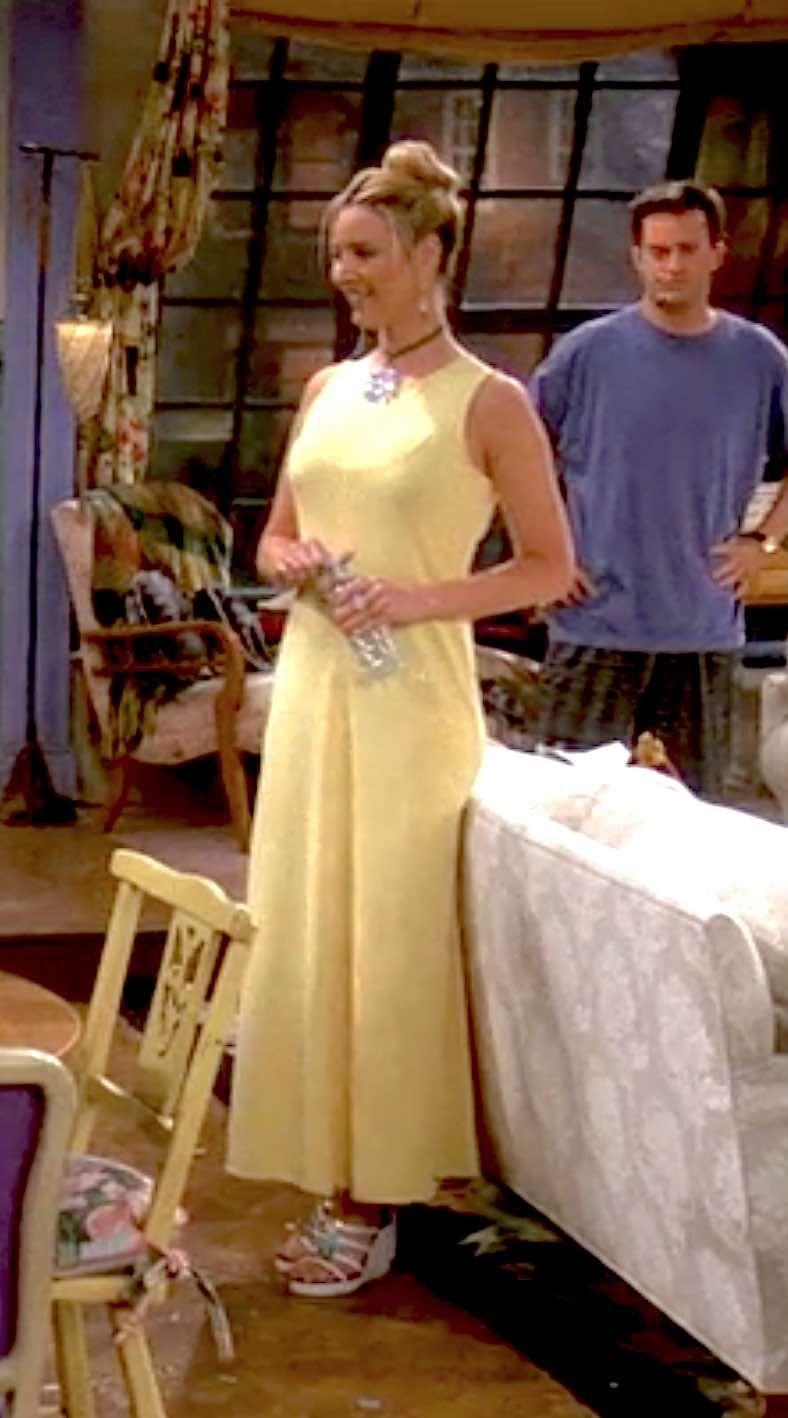 656 Outfits Phoebe Buffay Wore On Friends Fashion Paradoxes Phoebe Buffay Outfits Fashion Friends Fashion [ 1418 x 788 Pixel ]