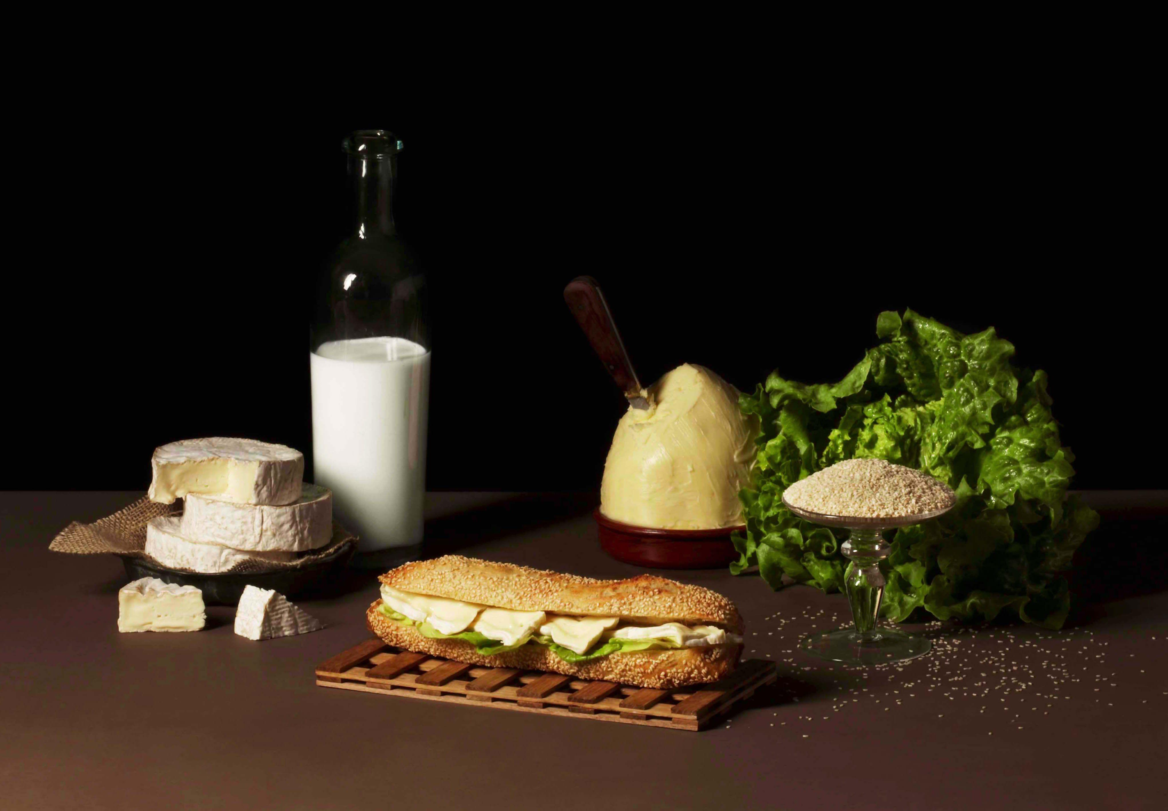 Mariage de la graine de sésame et du traditionnel camembert pour un sandwich original !