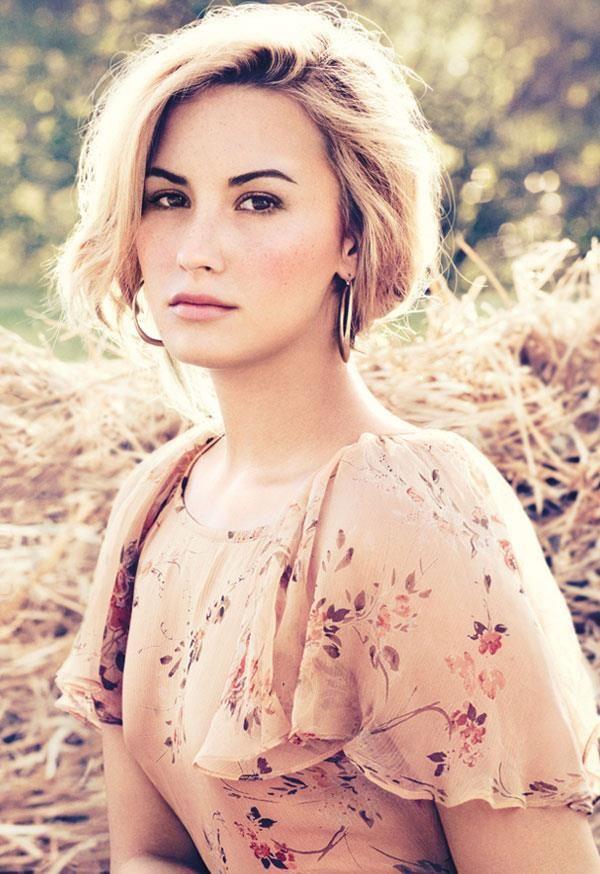 Wie is Demi Lovato dating november 2013