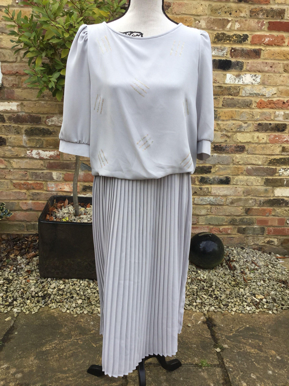 7e4c8900a86c Pin by Pearlandiris on Pearlandiris | Gray dress, Modern vintage fashion,  Dresses