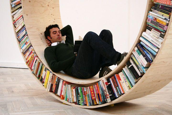 Circular bookcase / David Garcia