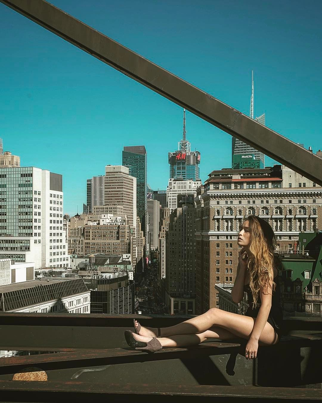 Beauty And NYC Mar Shirasuna Captures Models On Rooftops In New - Epic photos taken from the rooftops offer a new perspective of london