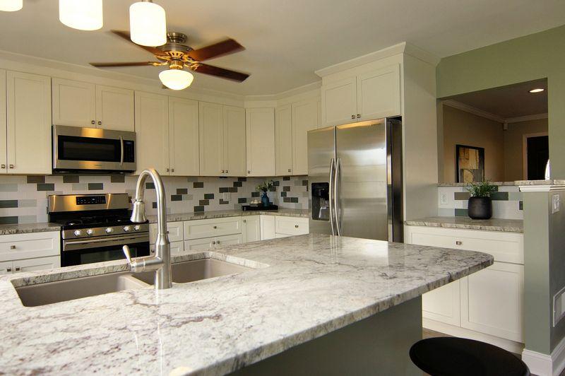Best White Aspen Cabinets Thunder White Granite Custom 640 x 480