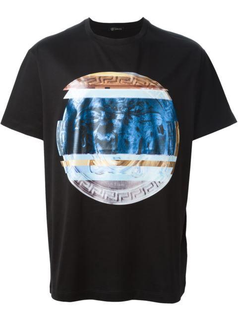 Explorez Méduse, Versace Pour Hommes et plus encore ! VERSACE Blurred   Medusa  Print T-Shirt. 177197d2fd4