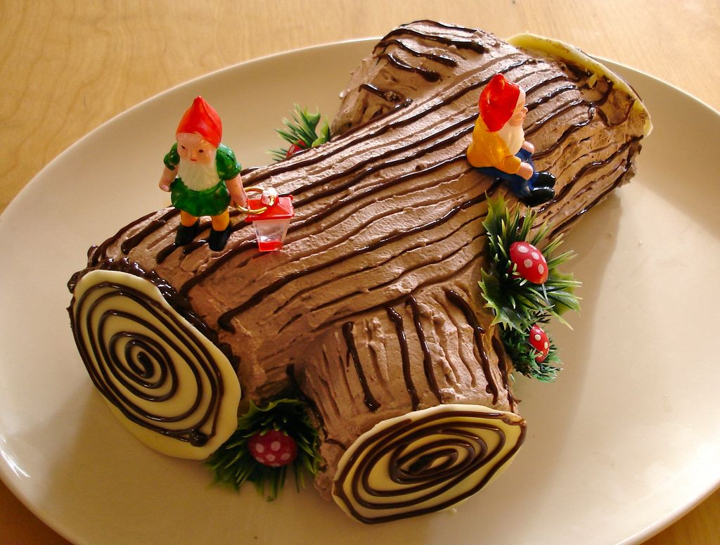 How to make a christmas yule log decoration - Peppermint Yule Log With Gnomes Photo By Heidi Kenney On Flickr