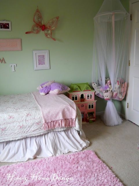 stuffed animal storage for girls!  Great idea Lilly has thousands of stuffed Animals!!!