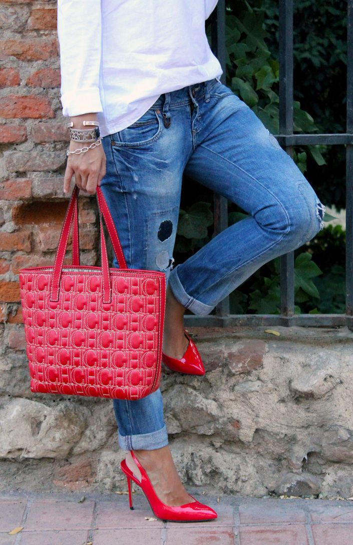 Ripped jeans and red heels - Looks Populi