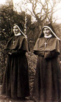 Franciscan Sisters in a new costume (Sr. M. Rosa and Josefa M. sledders)