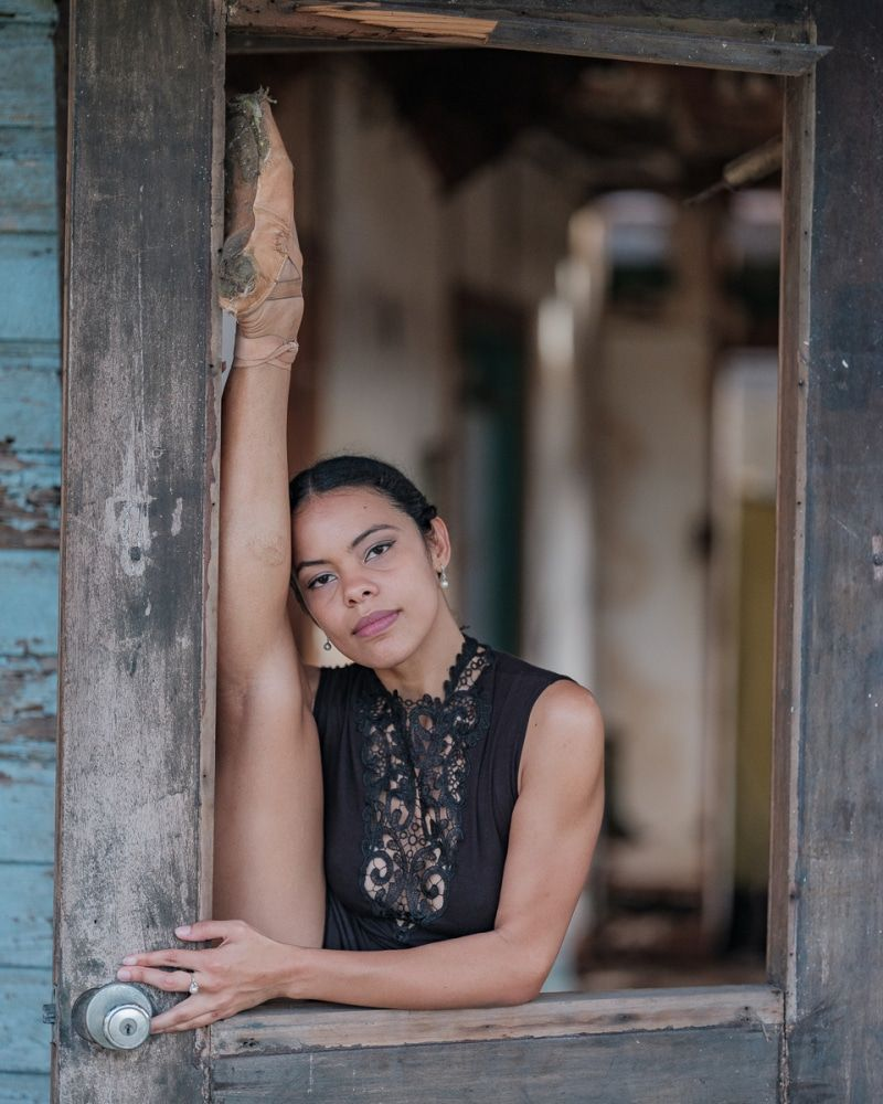 Powerful Photos Of Ballet Dancers On Streets Of Puerto Rico 5 Months After Hurricane Maria Dance Photography Poses Dancer Photography Dance Poses