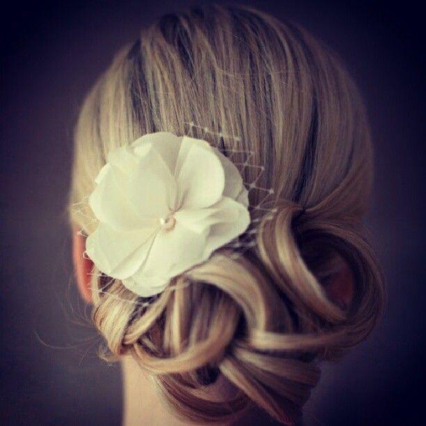 Id E Coiffure Mari E Chignon Boucl Bijou De Tete Floral Mademoiselle Cereza Blog Mariage